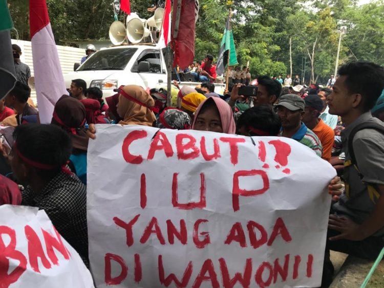 Warga meminta pemerintah mencabut semua IUP di Wawonii. Namun belakangan pemerintah hanya mencabut 9 IUP dan Membekukan 6 IUP.(Foto Egi)