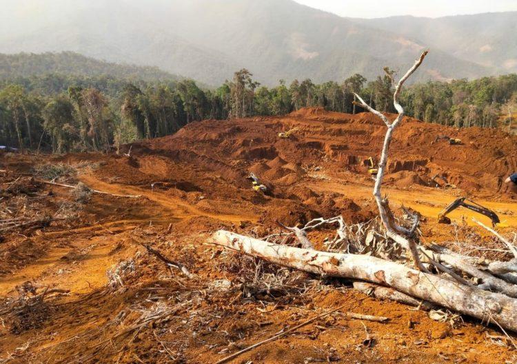 Aktivitas PT RMI di Marombo, Konawe Utara. Lokasi penambangan ini disebut illegal karena keluar dari lokasi IUP mereka. Aktivitas PT RMI dilakukan secara diam-diam tanpa mengantongi dokumen resmi. (Foto Istimewah)